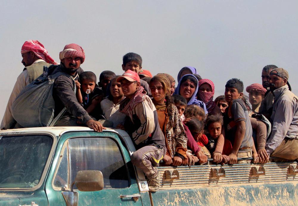 Fig. 12 - Yazidi in fuga (https://www.sueddeutsche.de/politik/verfolgte-minderheiten-im-irak-letzte-zuflucht-kurdistan-1.2088472)