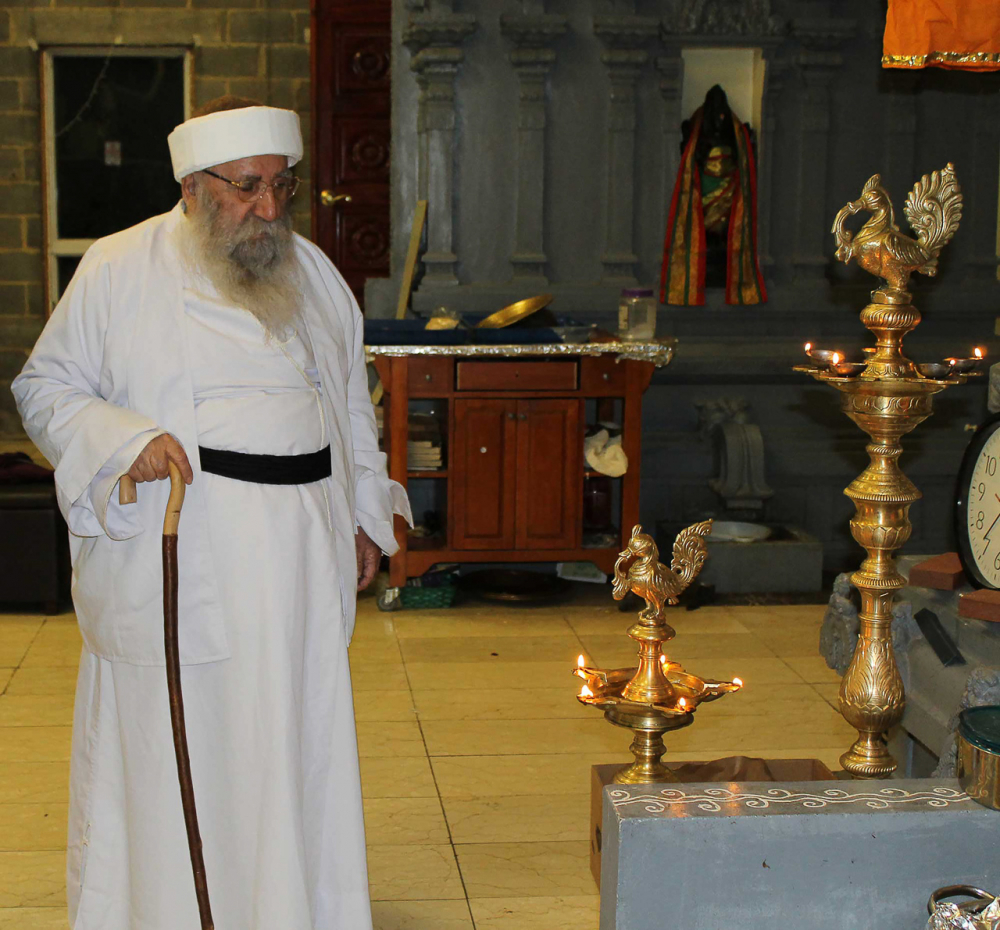Fig. 29 - Baba Sheikh (http://yezidipost.com/2016/03/24/yezidis-hindus-make-common-cause-peacock-angel-yezidi-baba-sheikh-washington-dc-murugan-temple/)